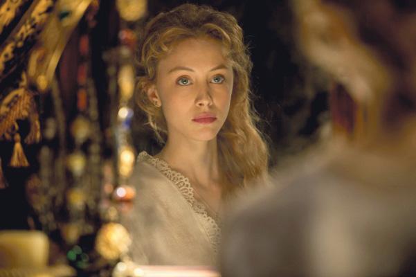 Sarah Gadon interpreta Mirena esposa do príncipe Vlad
