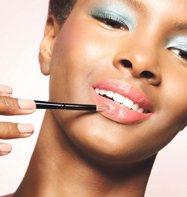 5 Para os lábios, use batom rosa com um toque goiaba. Mulheres mais discretas podem investir nos tons nude na hora de colorir a boca.