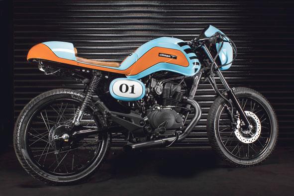 A Chimpa chama a atenção por onde passa com seu estilo Cafe Racer baseada na Honda CG. Ela chega neste mês a partir de R$ 9.990