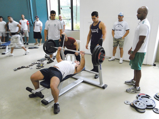 No masculino, os atletas vão competir nas categorias 50kg, 60kg, 70kg, 80kg, 90kg e 100kg, acima de 100kg e unificada master