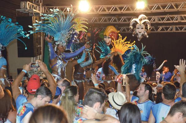 Além da escola de samba União da Ilha, o palco do Indaiatuba Clube também vai receber o famoso cantor sambista Naninha