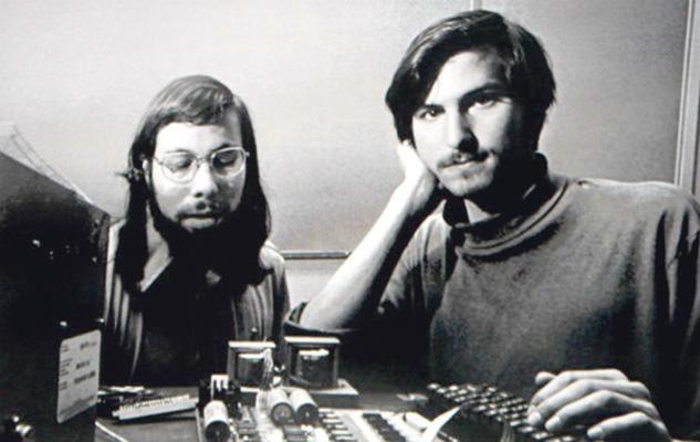 Steve Jobs e Steve Wozniak  nos anos 1970, nos primórdios da Apple