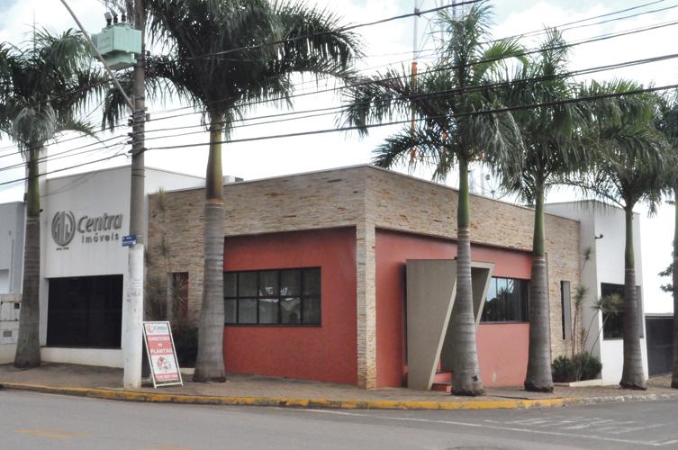 A imobiliária está localizada na Avenida Nossa Senhora Aparecida, 150, em Cardeal