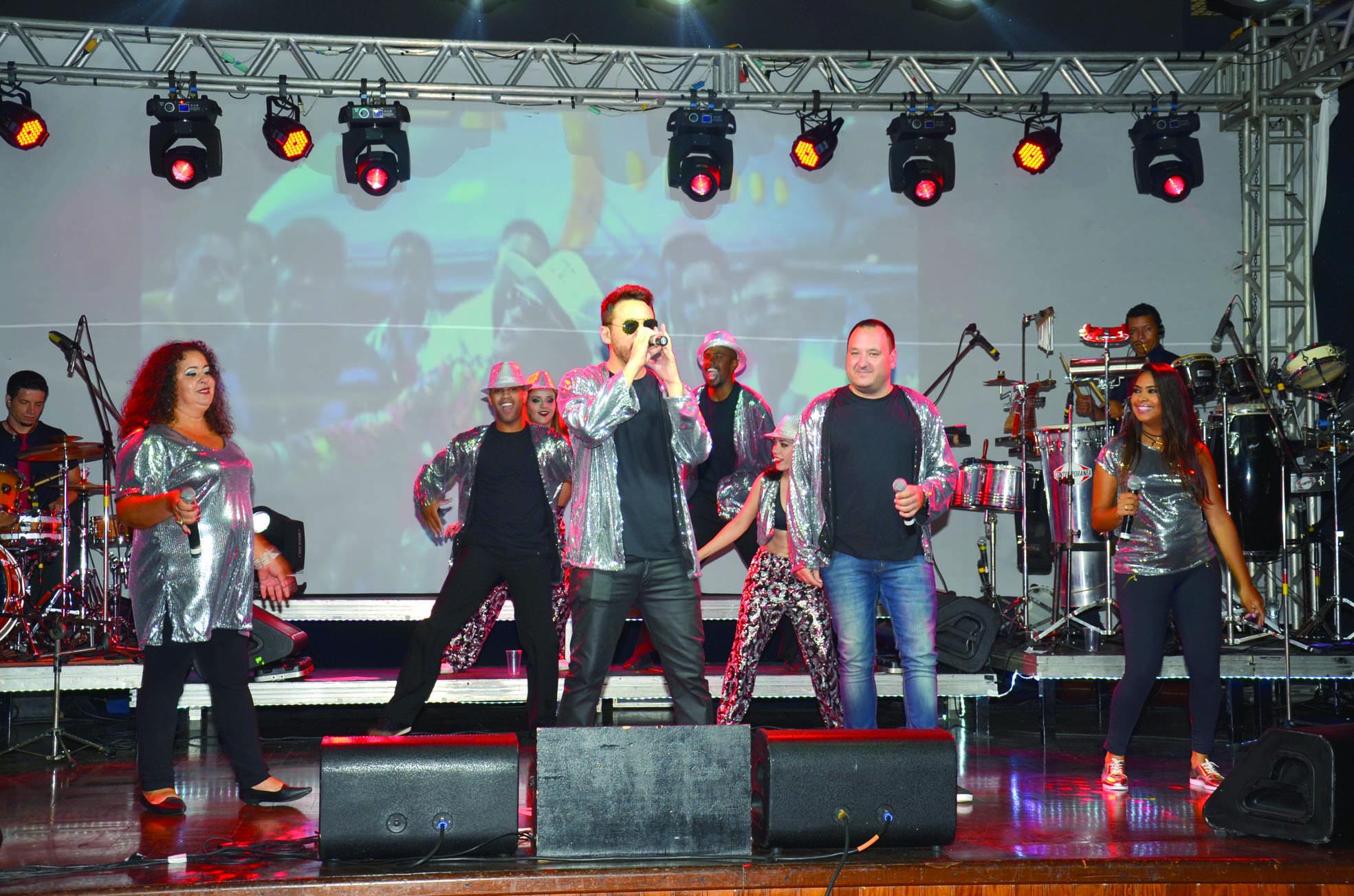 14 - A Banda Medley será a grande atração da festa do Réveillon do Indaiatuba Clube
