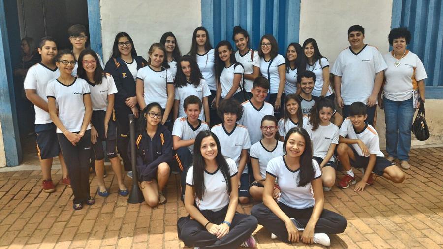 (8) - Alunos do Colegio Montreal durante visita ao Casarao Pau Preto