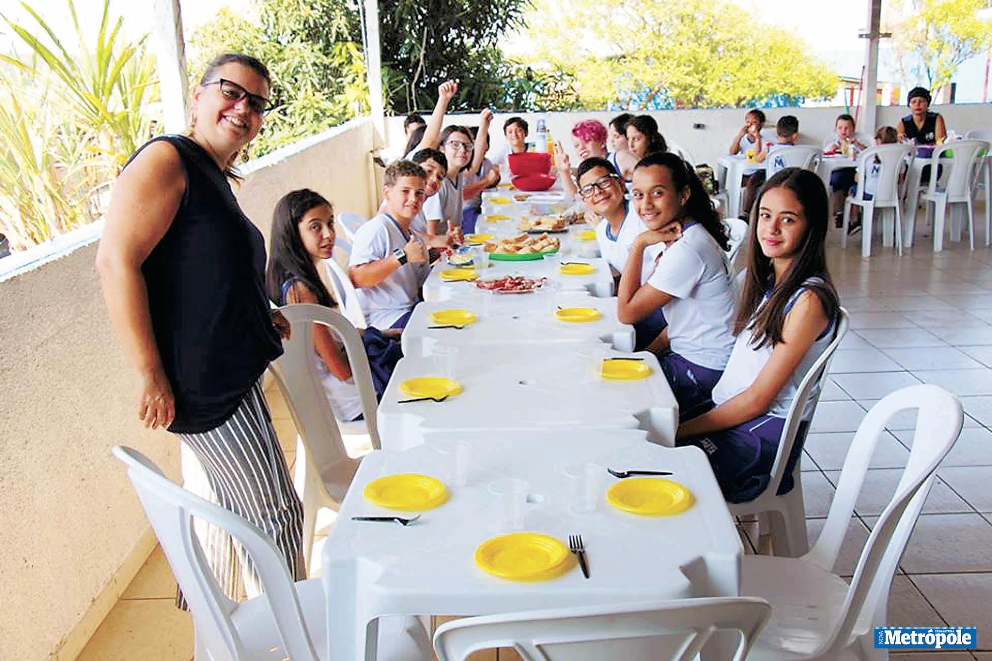 26 - Prof Camila Thais e alunos do 6º Ano do Colégio Meta