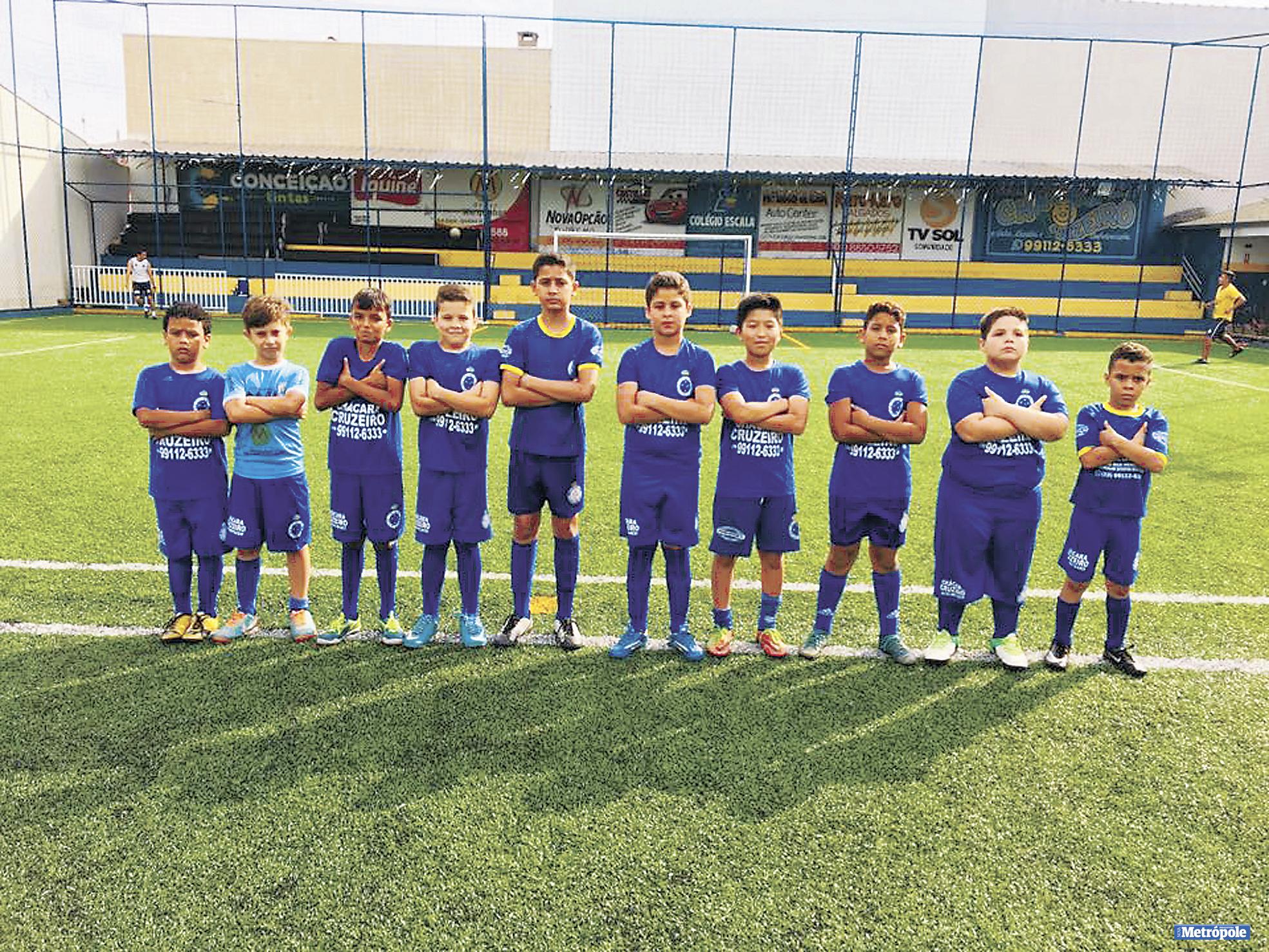 26 - Alunos da categoria Sub 09 em recente treino na Escola de Futebol Cruzeiro