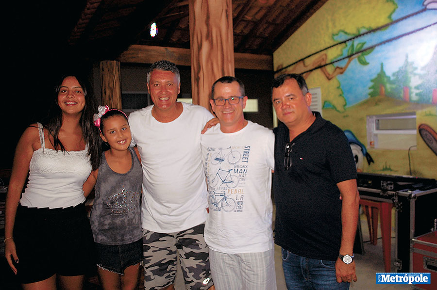 27 - Beatriz, Hellen, Derlei, Robson e Carlinhos na inauguração do Quiosque Park Tirolesa