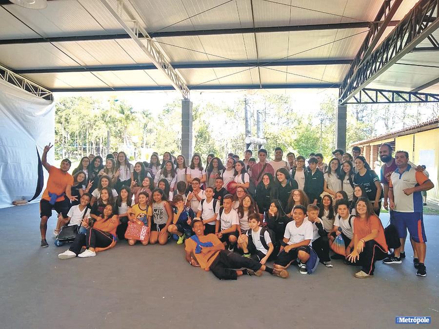 26 - Alunos do Ensino Fundamental II do Colégio Conquista durante passeio no Hotel Fazenda Fazenda do Lago