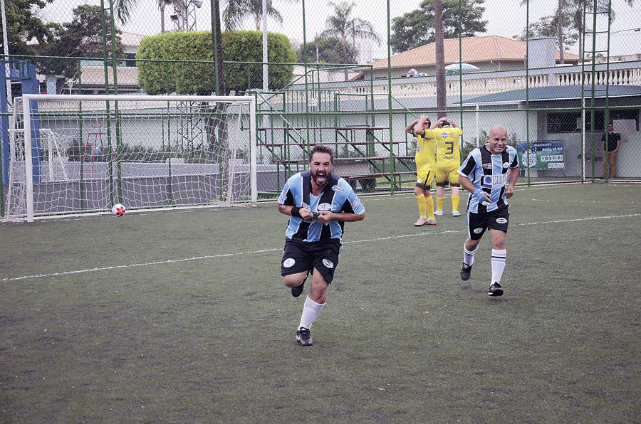 Comemoração do primeiro gol do Esquadro na vitória de 3 a 1 contra o JR Celulares CT Nando Grana na final dos Veteranos