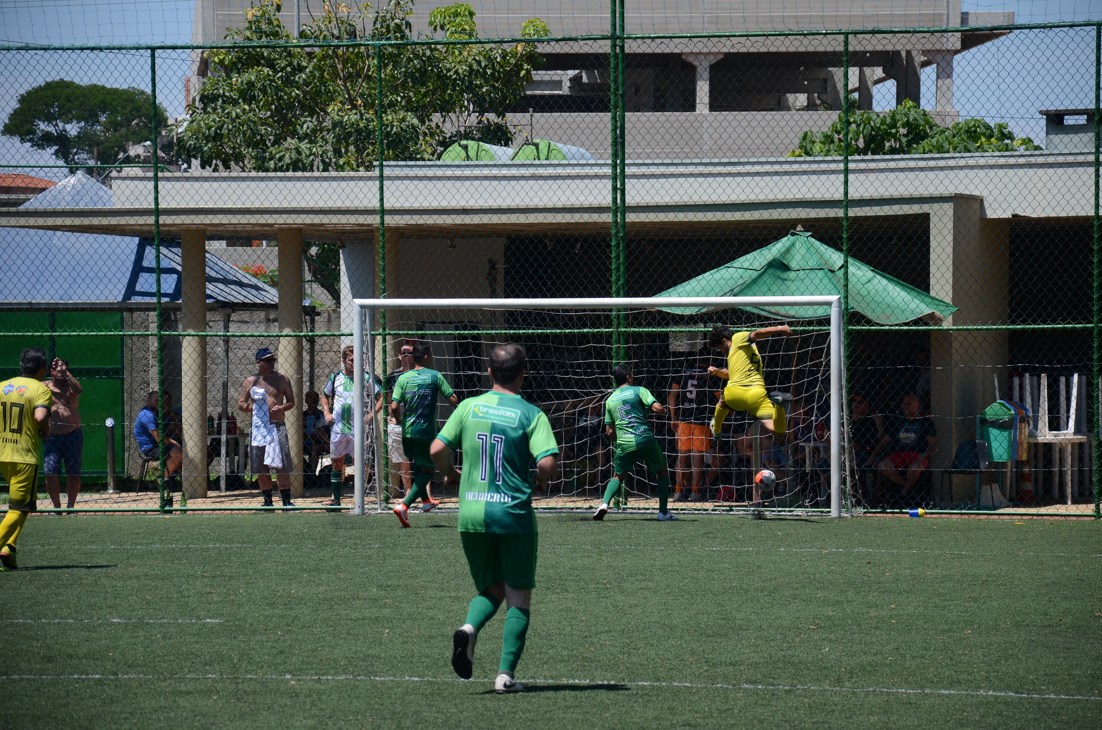 Um dos gols da goleada de 5 a 0 do JR Celulares CT Nando Grana pra cima do Brasiltex que garantiu a vaga da equipe na final