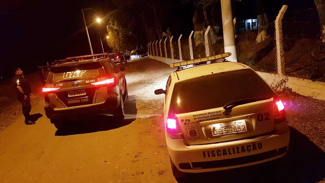 0458 Guarda Civil e Meio Ambiente interditam festa no bairro Pimenta - foto Eduardo Turati SCOMSOC - GCI