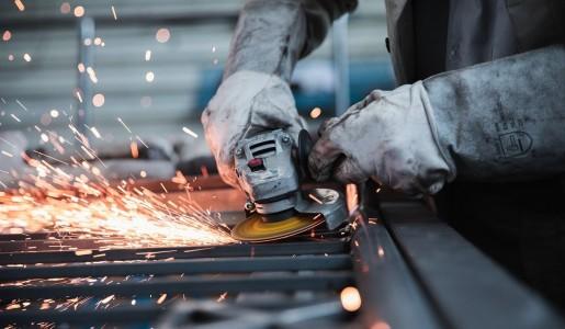 Faturamento da indústria cai pela primeira vez em sete meses